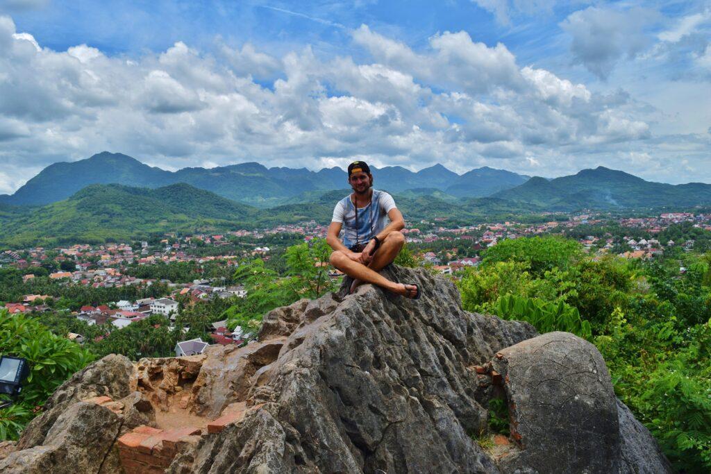 Backpacken Laos, een letterlijk hoogtepunt op Mount Phousi.