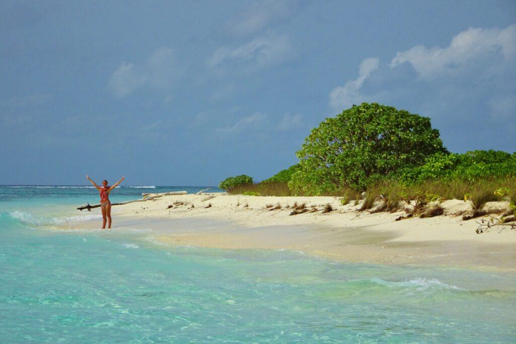 Backpacken op de Malediven brengt je naar stranden waar je normaal nooit zou komen.