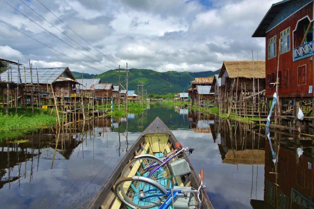Nog een hoogtepunt van backpacken in Myanmar: Inle Lake.