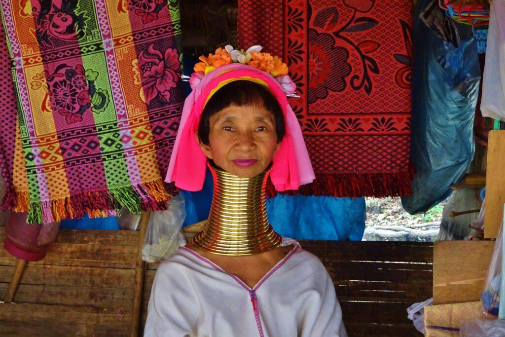 De longnecks zijn een bizarre ervaring als je gaat backpacken in Noord-Thailand.