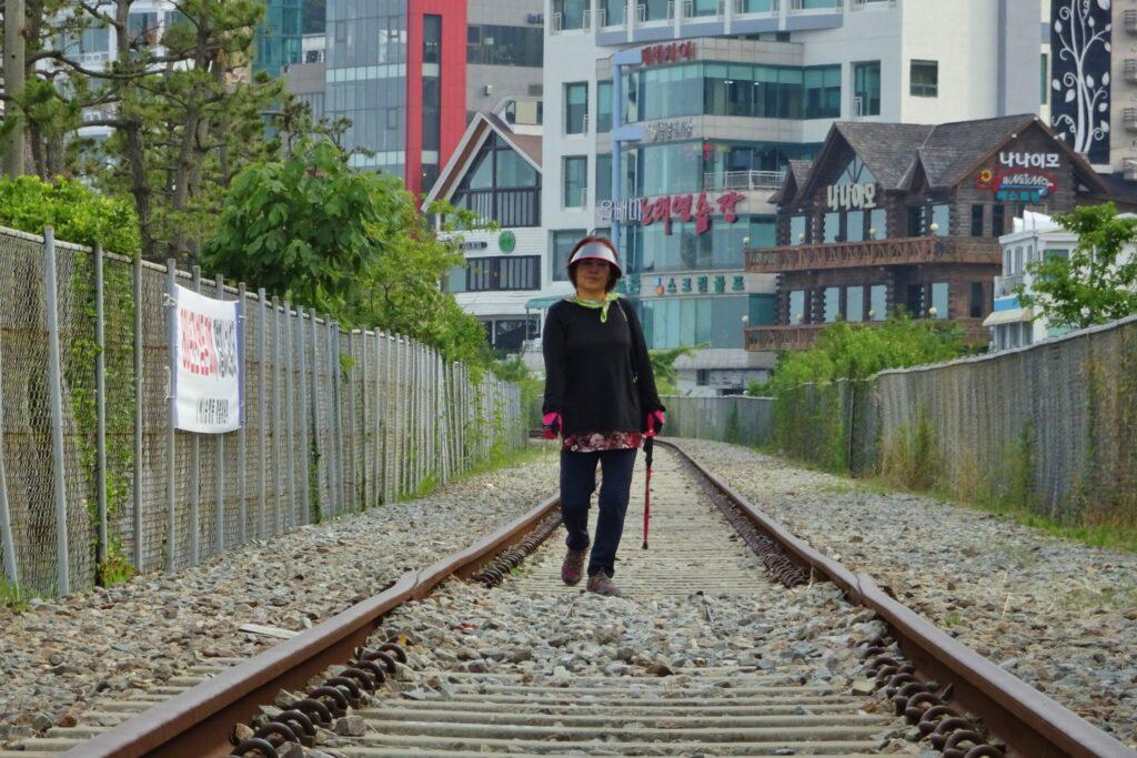 Busan verlaten treinbaan naar Haedong Yonggungsa