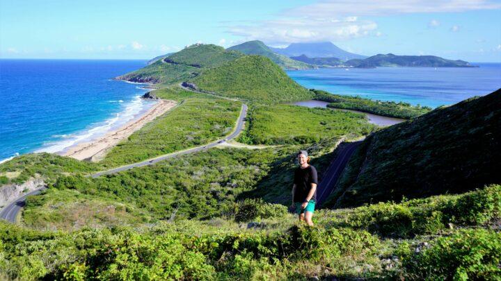 Saint Kitts en Nevis: koloniale geschiedenis en groene bergen