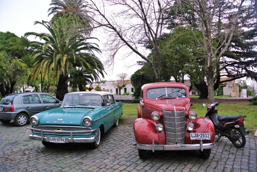 Oldtimers staan overal in Colonia del Sacramento